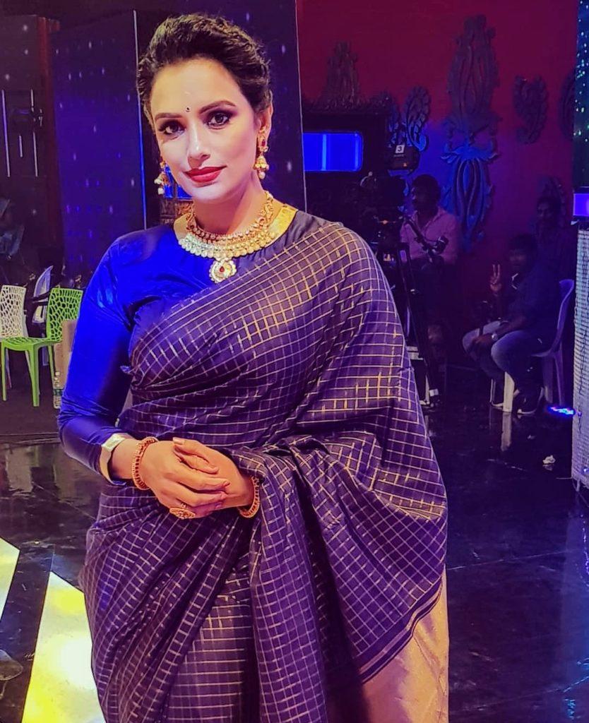 Shwetha Menon in saree