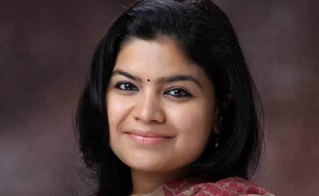 poonam mahajan Biography